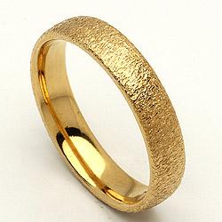 Guldforlovelsesring med ru overflade