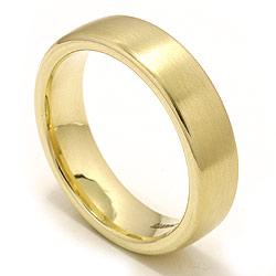 Forlovelsesring i guld med mat overflade